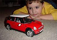 Bebeğin oynadığı oyuncakların boyası çıkmamalı ve çocuk